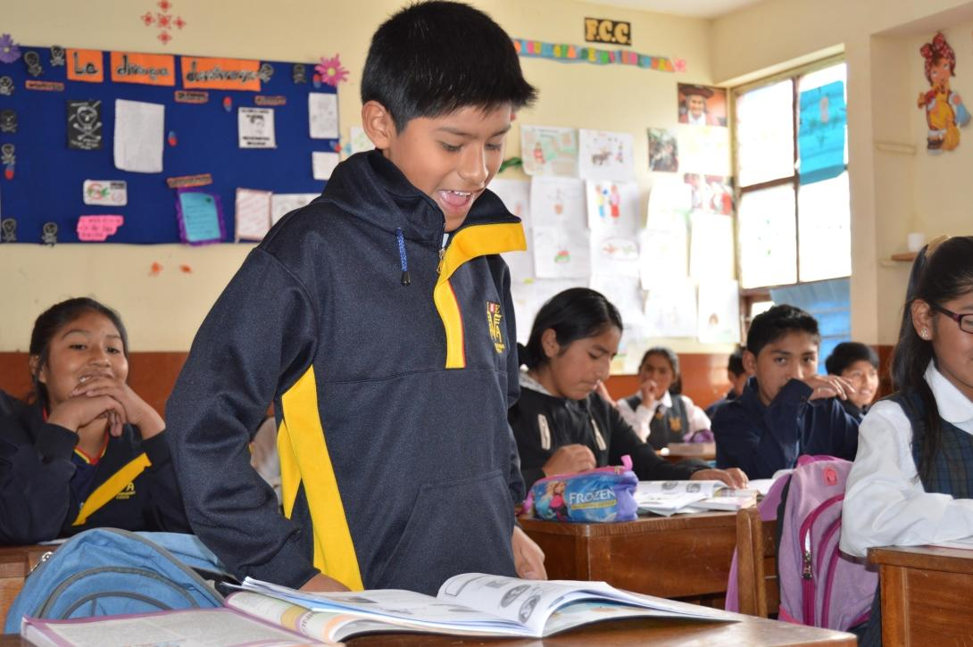 Students in Peru read in class after being instructed to by a Projects Abroad volunteer.